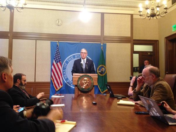 Washington Governor Jay Inslee says he will call lawmakers back into special session on Monday after they failed to reach a budget deal within the 105-day regular session.