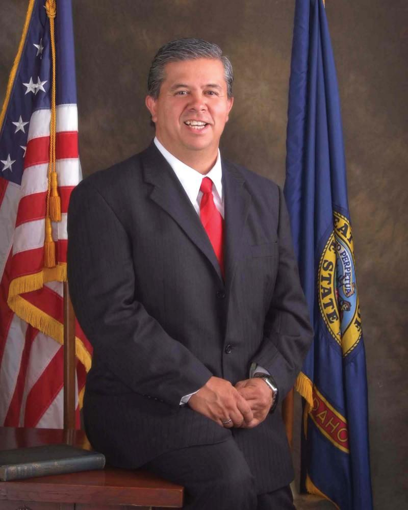 Idaho Superintendent of Public Instruction Tom Luna visited Moscow, Idaho to defend his policies.