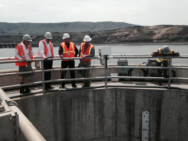 Washington's Governor Jay Inslee toured the cracked Wanapum Dam on Wednesday.