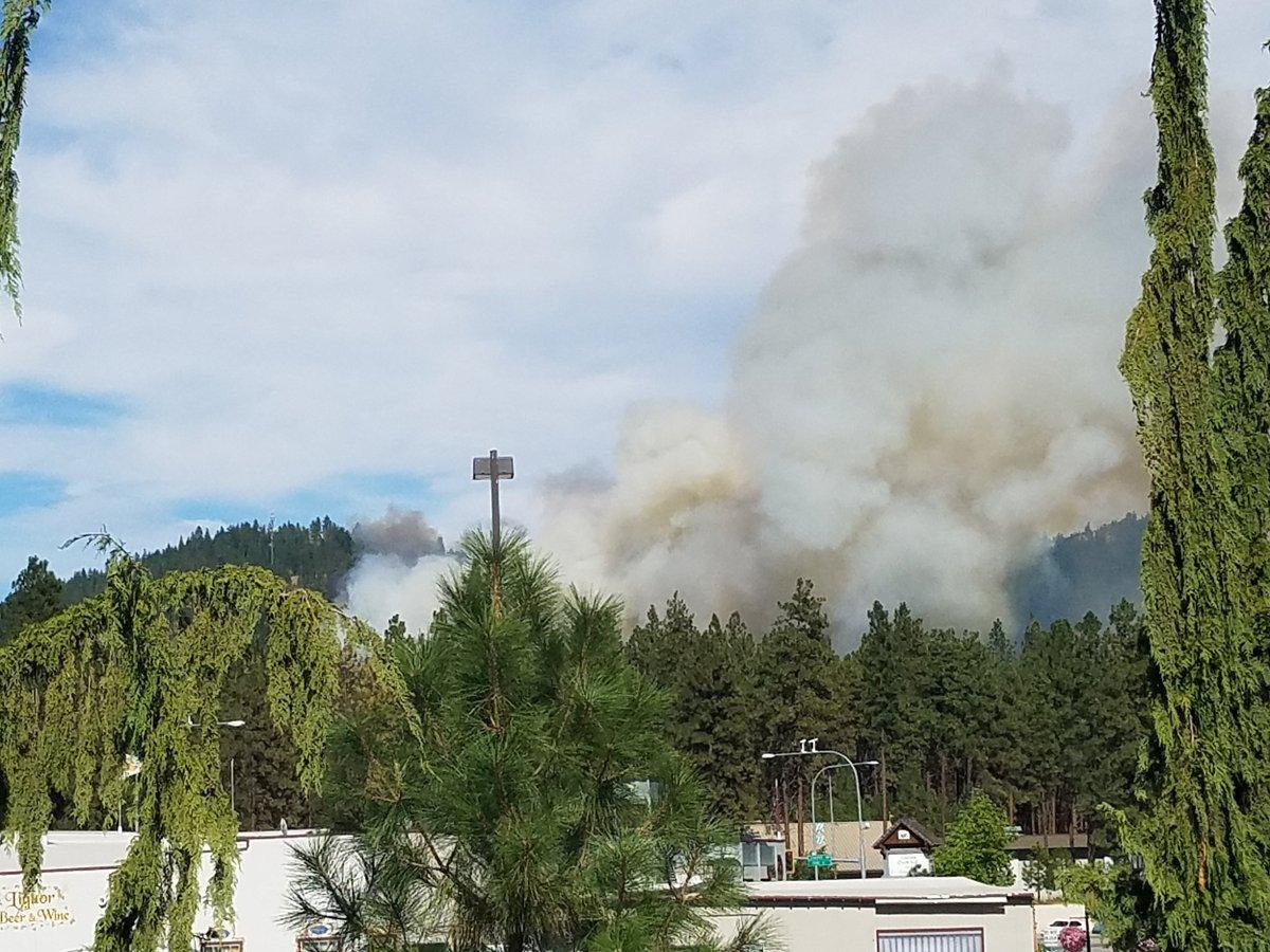 Wildfire near Leavenworth is moving away from homes