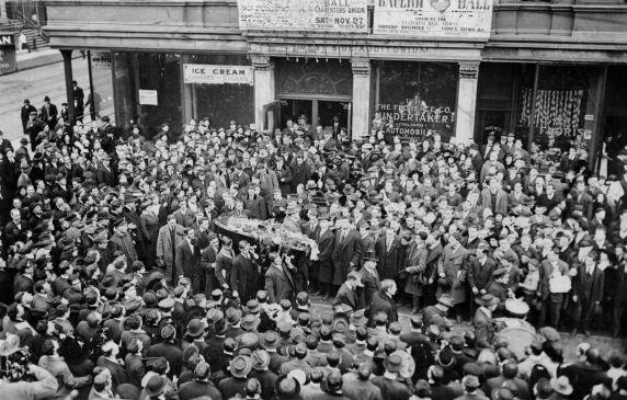 Joe Hill's funeral in Chicago, 1915