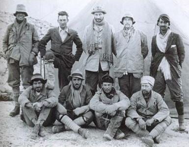 Mallory (back row, 2nd from left) and the 1924 Everest team