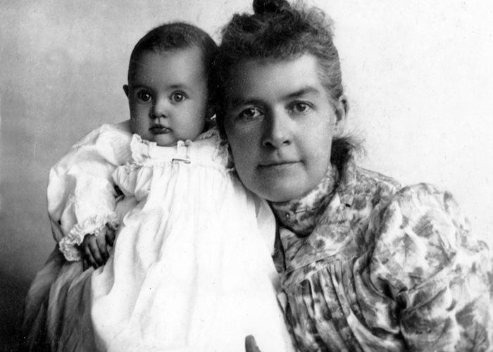 Martha Hughes Cannon and daughter Gwendolyn, 1899