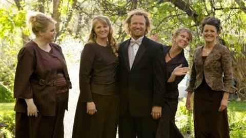 "L-R, Janelle, Christine, Kody, Meri, and Robyn Brown of TLC's ""Sister Wives"""