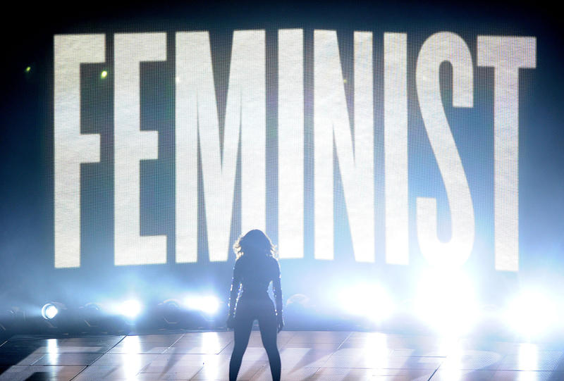 Beyonce performs at the 2014 MTV Video Music Awards