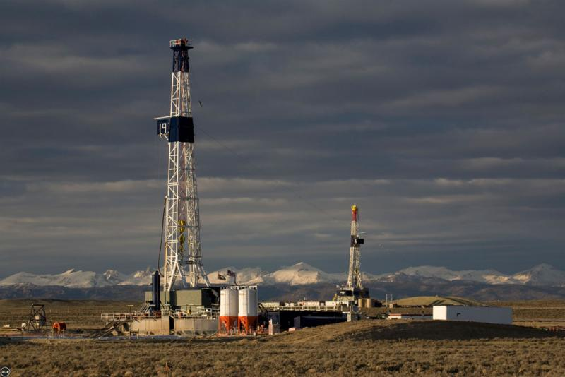 A drilling rig in Wyoming Upper Green River Basin