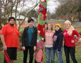 Intro to fiber students, from left, Daniel Tanielu, Ethan McManus, Anne Baham, Lauren Clemons and Casey Harris, worked on the yarn bomb.