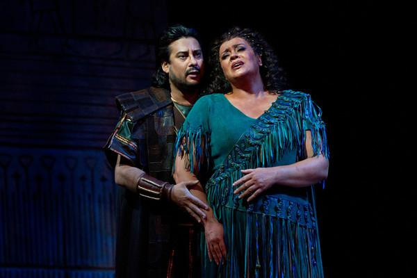"Marcelo Álvarez as Radames and Violeta Urmana as the title character in Verdi's ""Aida"""