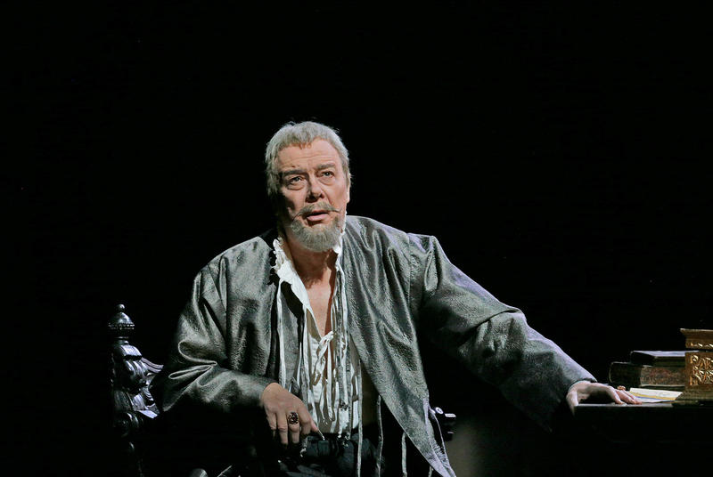 Ferruccio Furlanetto as Philip II
