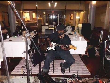 Darrel Mims (Guitar & Vocals)