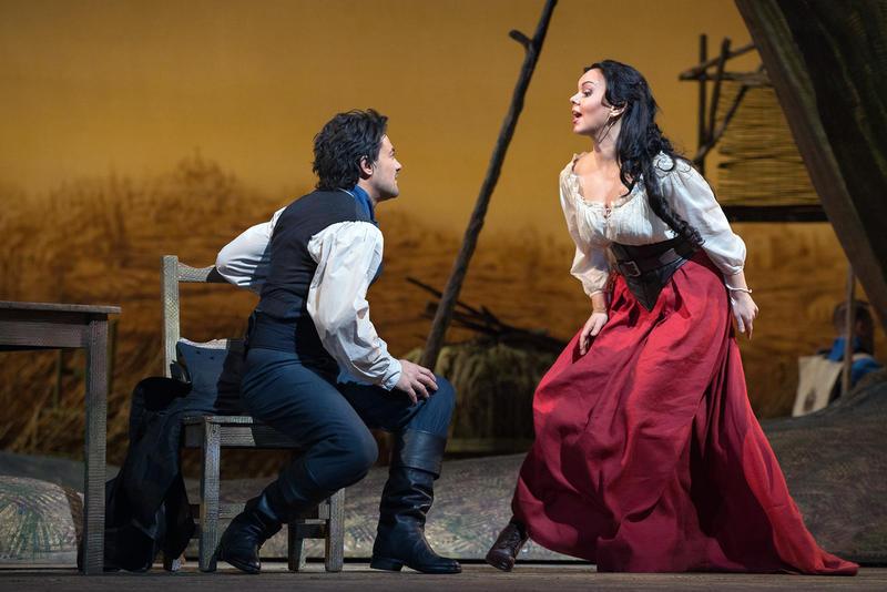 Vittorio Grigolo as Nemorino and Aleksandra Kurzak as Adina in Donizetti's L'Elisir d'Amore