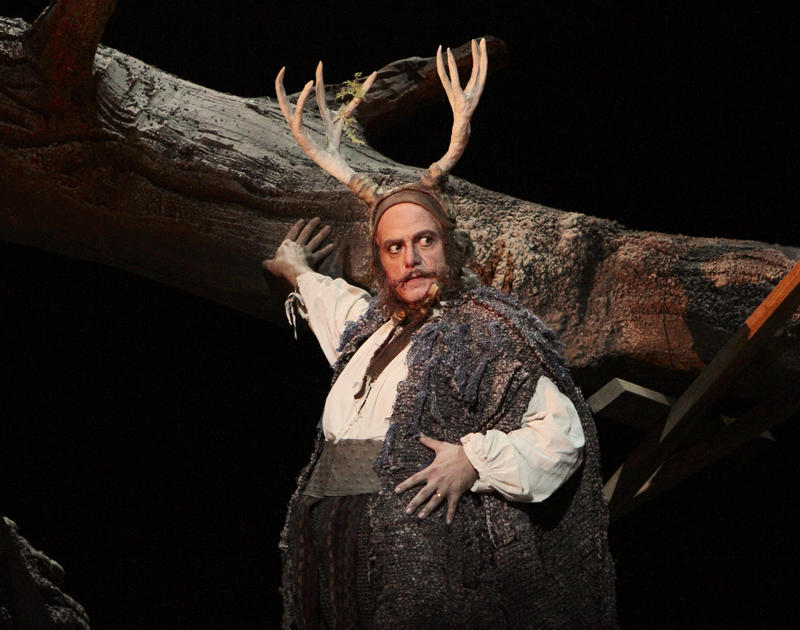 Roberto Frontali as Falstaff.
