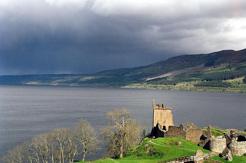 https://commons.wikimedia.org/wiki/File:LochNessUrquhart.jpg