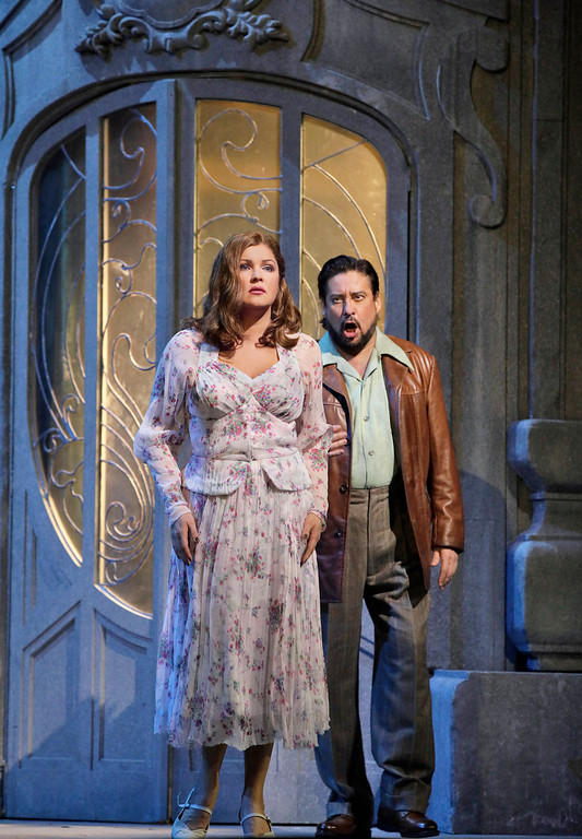 Anna Netrebko in the title role and Marcelo Álvarez as des Grieux in Puccini's Manon Lescaut