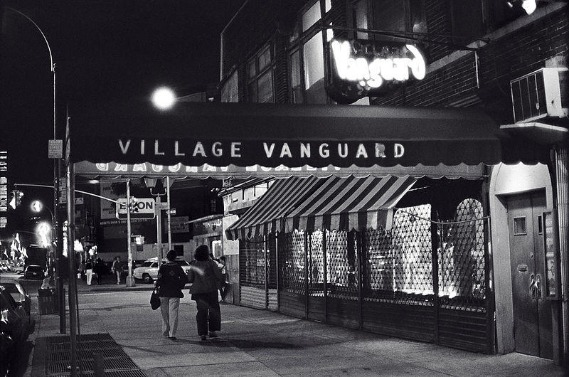 https://commons.wikimedia.org/wiki/File:The_Village_Vanguard_at_night_1976.jpg