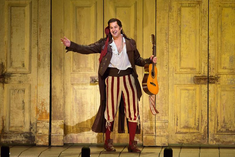 Peter Mattei as Figaro in Il Barbiere di Siviglia