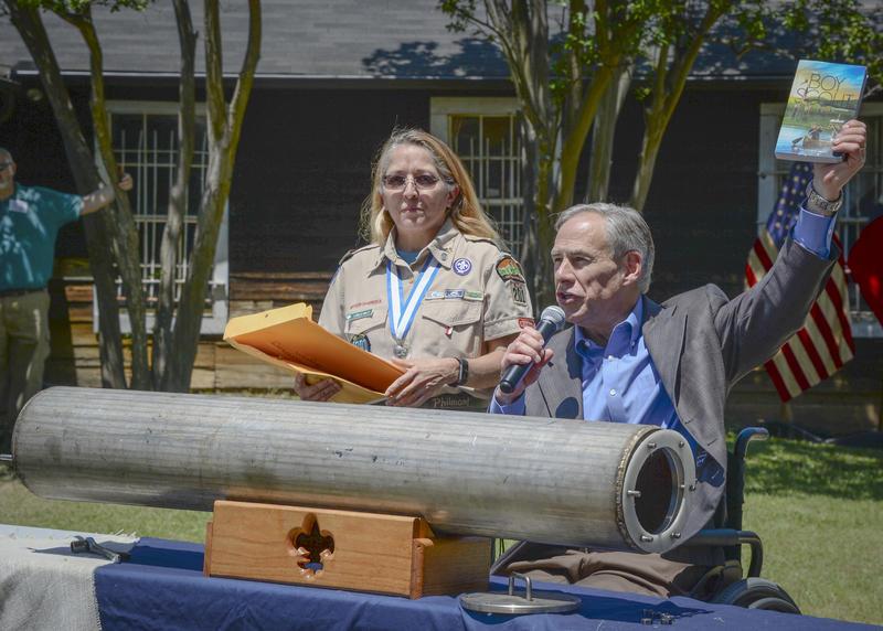 Texas Gov. Gregg Abbott Opens Time Capsule