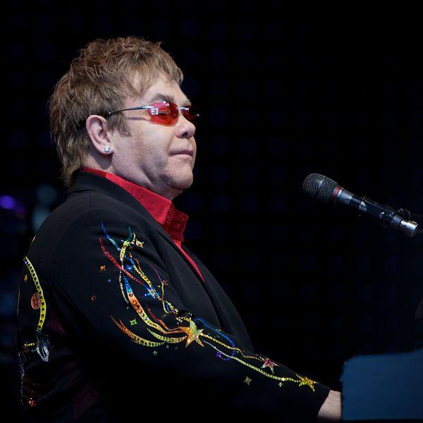 https://commons.wikimedia.org/wiki/File:Elton_John_in_Norway_4.jpg