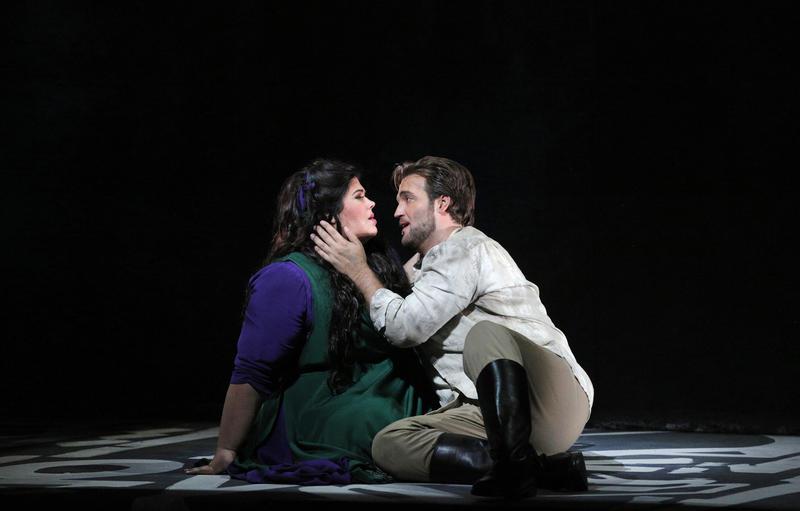 Leah Crocetto as Aida and Brian Jagde as Radames