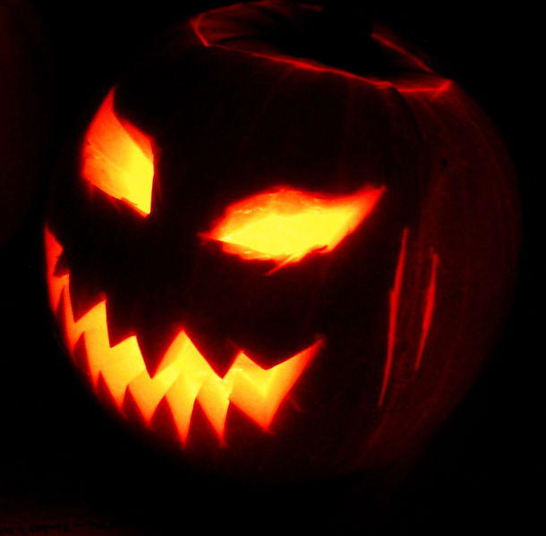 https://commons.wikimedia.org/wiki/File:Jack-o%27-Lantern_2003-10-31.jpg