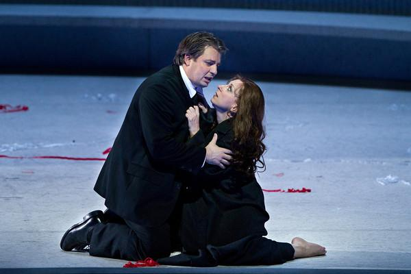 "Matthew Polenzani as Alfredo and Natalie Dessay as Violetta in Verdi's ""La Traviata."""