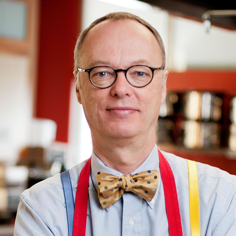 Kitchen Alton Brown: Dakota Midday: Food Network Host Alton Brown Brings Live