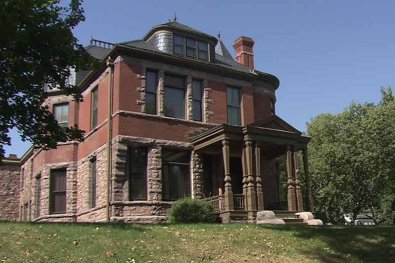 Dakota midday sioux falls features historic homes sdpb for Features of old houses