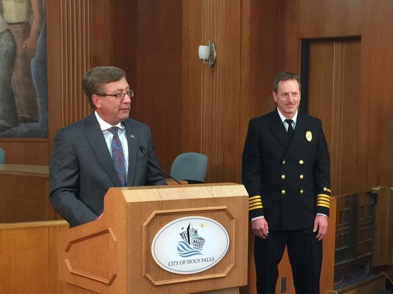 Mayor Mike Huether introduces Division Commander Brad Goodroad.