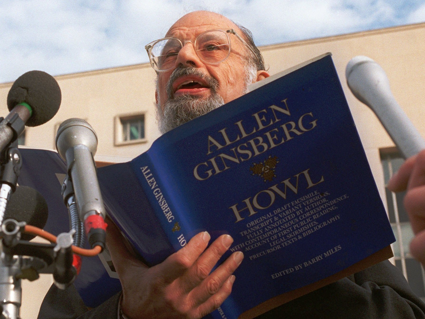 a literary analysis of howl by allen ginsberg