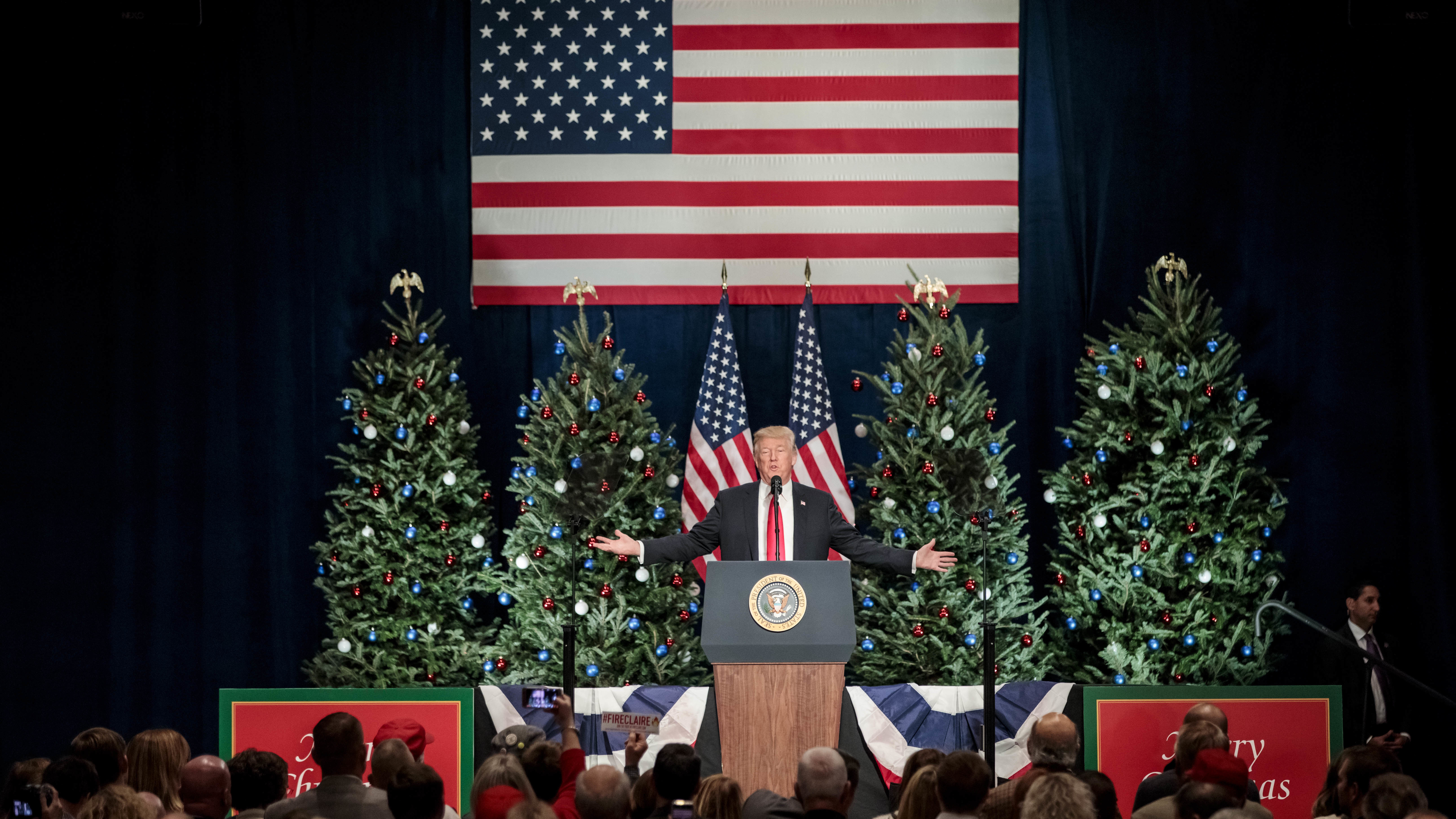 FACT CHECK Trump s Pledge To Restore Merry Christmas To The White