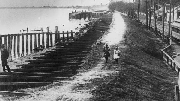 A levee on the Mississippi River in Louisiana during the Great Flood of 1927.