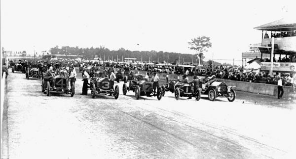 <strong></strong>Forty cars lined up for the start of the inaugural Indianapolis 500 in 1911.
