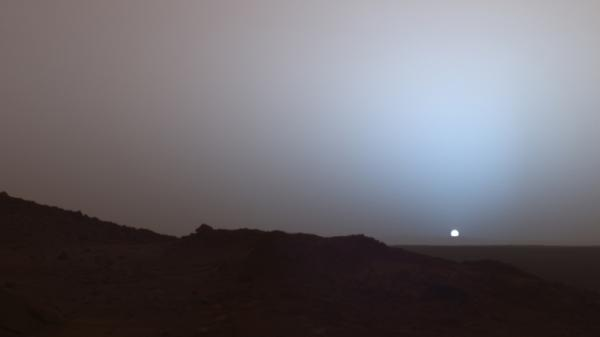 Spirit's camera captures sunset over Mars' Gusev crater on May 19, 2005.