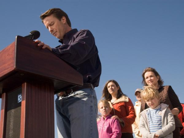 John Edwards exits the 2008 presidential race as his family watches, January 30, 2008.