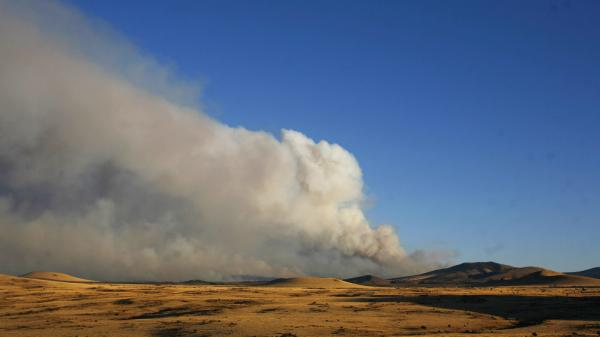 Smoke from the Wallow fire near Springerville, Ariz., on Thursday (June 9, 2011).