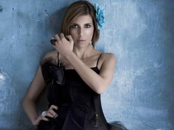 """Mexican singer Magos Herrera mixes bolero and jazz in """"Luz de Luna."""""""