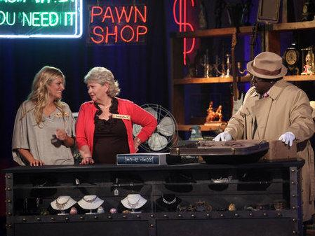 "In <em>It's Worth What?</em>, host Cedric ""The Entertainer"" asks contestants to guess at the prices of found objects<em></em>."