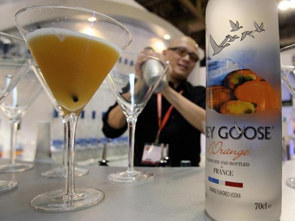 A bartender mixes cocktails at a stand selling vodka at the Wine and Gourmet Asia show at the Venetian hotel in Macau on November 8, 2007.