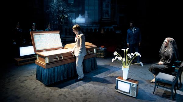 In <em>Ghost Light</em>, a director deals with his father's death while staging a version  of <em>Hamlet.</em>