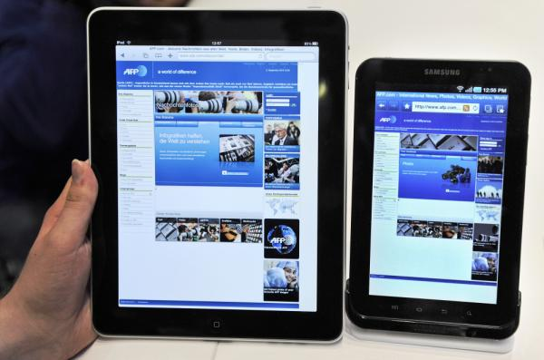 <p>A woman holds an Apple iPad (L) next to a Samsung Galaxy Tab during the 50th International consumer electronics fair in Sept. 2010.</p>