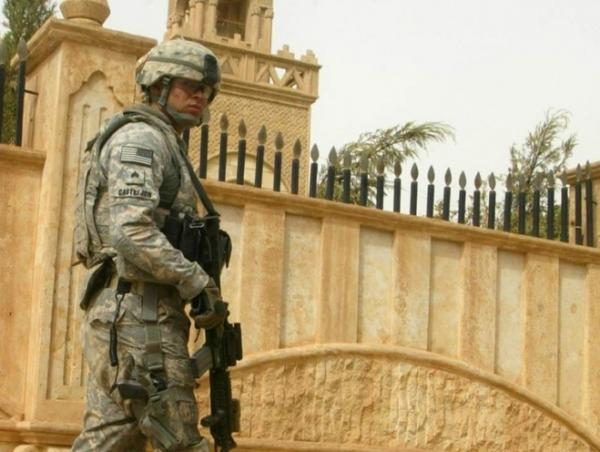 <p> A US soldier guards a church in the northern Iraqi city of Kirkuk on July 18, 2011. </p>
