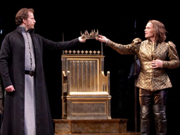 <p>Charles Borland as Henry Bolingbroke and Michael Hayden as King Richard II in the Shakespeare Theatre Company's production of William Shakespeare's<em> Richard II</em>, directed by Michael Kahn.  </p>