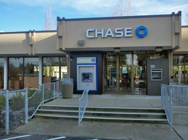 JPMorgan Chase ATMs now 'remind' welfare clients of an 85-cent ATM fee. Photo by Austin Jenkins