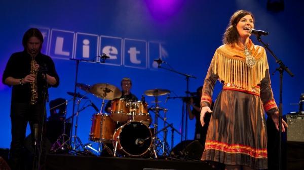 Pia Maria Holmgren (Sámi in Sweden) performs at last year's Liet International minority song contest.