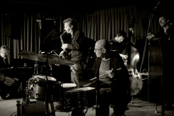 Paul Motian with his Trio 2000 + 2, at the Village Vanguard. L-R: Masabumi Kikuchi, Loren Stillman, Motian, Thomas Morgan, Ben Street.