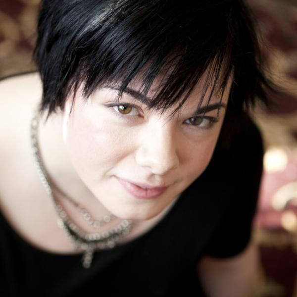 Erin Morgenstern is a writer and multimedia artist who lives in Massachusetts.<em></em>