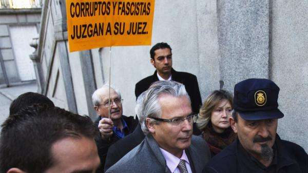 Spanish judge Baltasar Garzon (center) arrives at the Supreme Court in Madrid, Spain, on Jan. 24. The crusading human-rights judge is on trial for his attempt to investigate the more than 100,000 disappearances during Spain's civil war in the 1930s and the subsequent dictatorship of Francisco Franco.