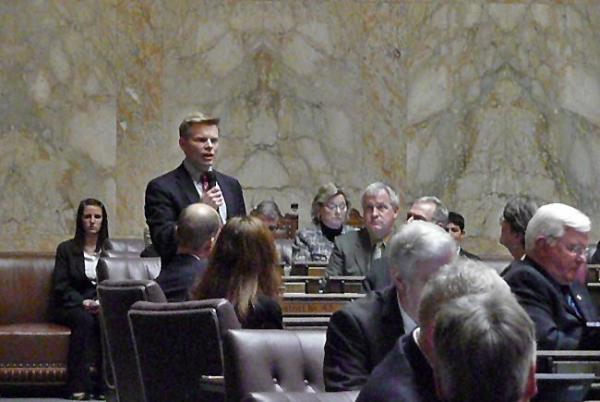 Washington state Rep. Jamie Pedersen speaks on the House floor. Photo by Asuza Uchikura