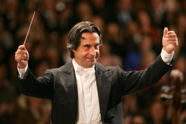 Riccardo Muti (shown here in Vienna in 2006) didn't let scuffling patrons stop a recent performance with the Chicago Symphony.
