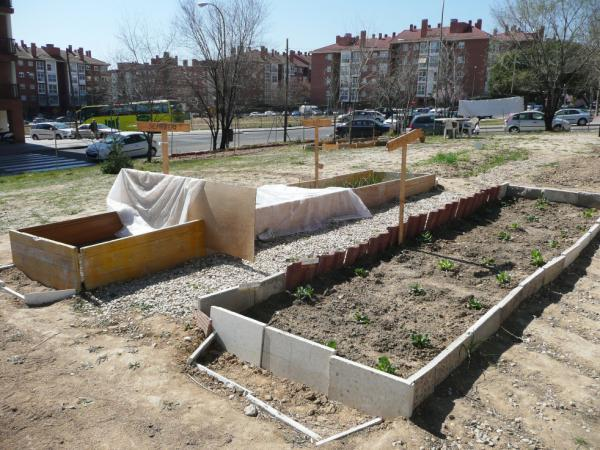 This urban garden was started by a group of neighbors on land that was cleared for construction during Spain's housing bubble but never built upon. The garden was started in November 2011 and is tended by neighborhood volunteers.